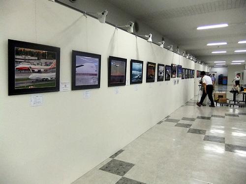 ひこーきnet空の日写真展2011_設営作業01